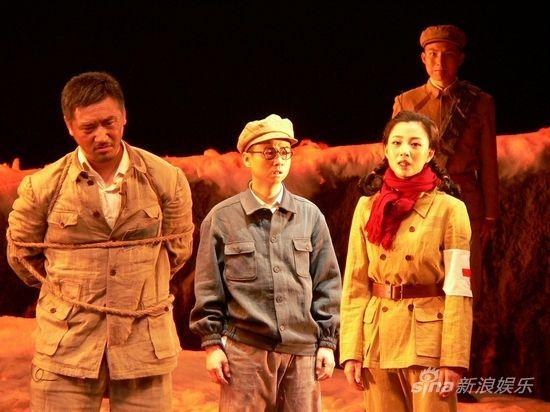 孙晓鹏(左)、毛孩(中)、殷桃(右)