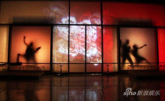 《红白玫瑰(时尚版)》剧照(摄影田雨峰)