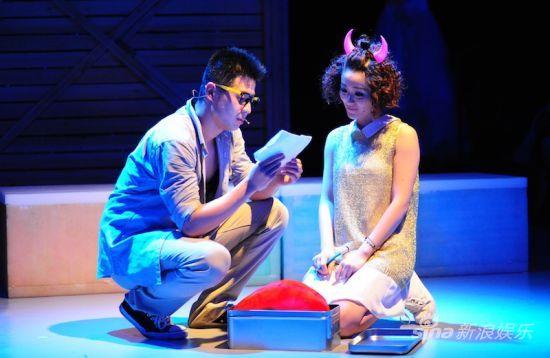 音乐剧《新娘快跑》剧照:新郎和他的前女友