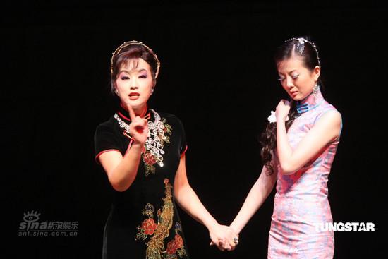 图文:刘晓庆台北演《金大班》--影坛前辈