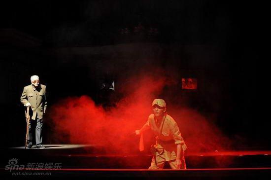 图文:《大过年》首演--老军人回忆当年