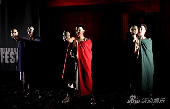 图文:2009青年戏剧节开幕-《太阳/弑》演出场景