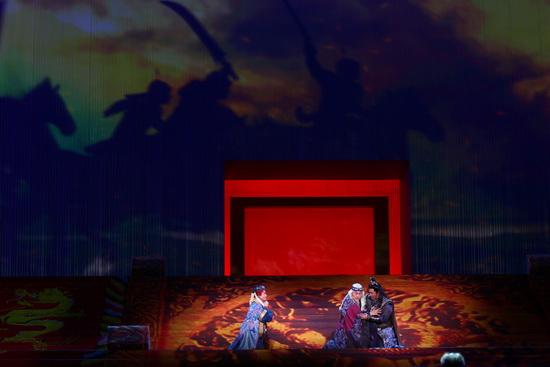 图文:鸟巢《图兰朵》首演-红色布景