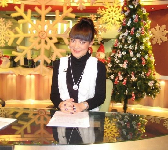 混血女主播杨不悔圣诞主持戏剧两不误(组图)