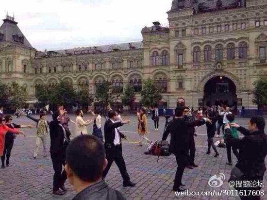 中国大妈大叔莫斯科跳广场舞