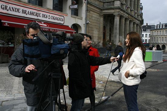 开普巡回电影节开幕--赵薇接受法国电视三台采访