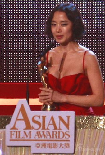 详讯:全度妍凭《密阳》获得最佳女主角奖