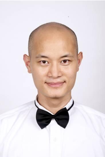 资料:《爱我就给我跳支舞》演员李雄辉