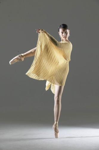 资料:《爱我就给我跳支舞》演员邱思婷