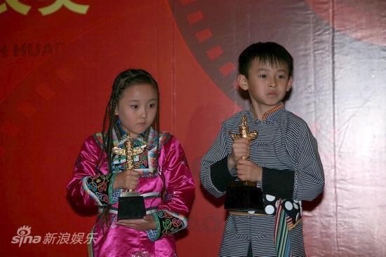 详讯:丁嘉力凭《走路上学》获优秀少儿男演员奖
