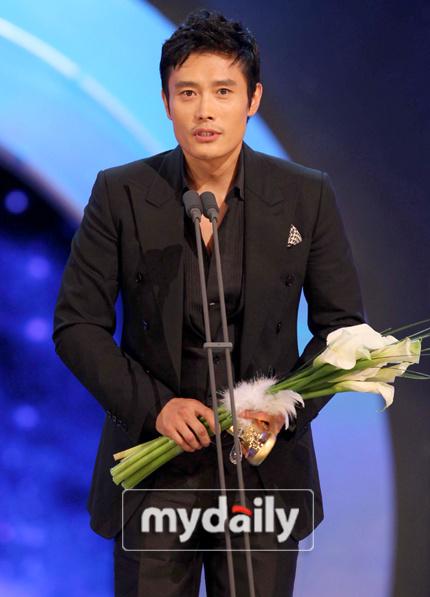 详讯:李秉宪《IRIS》获电视部门最佳男演员