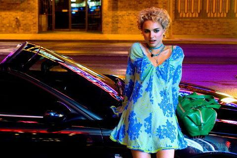 娜塔丽-波特曼情迷王家卫《蓝莓之夜》演赌徒