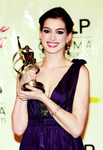 海瑟薇获得美国西部电影博览会年度女星奖(图)