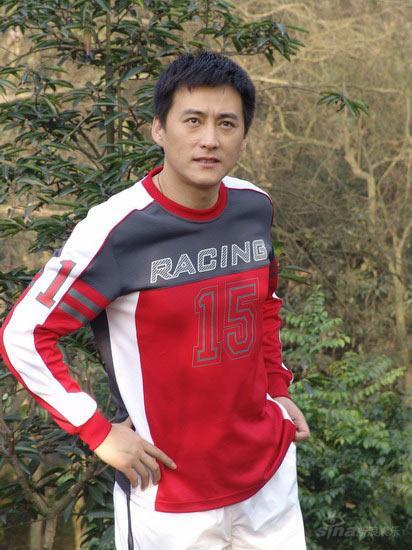 刘小锋牵手奥运带伤领跑《七彩马拉松》(图)