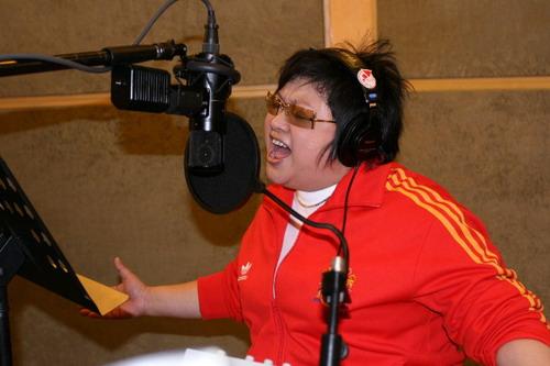 韩红唱响《一个人的奥林匹克》电影主题曲(图)