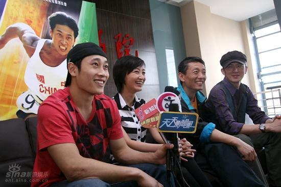 侯咏喜欢感人的故事选李兆林因为他没名气(图)