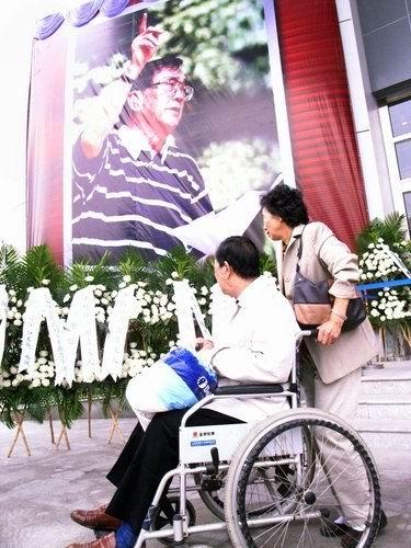 谢晋追悼会备受关注上海市民提早与谢老道别