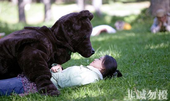 """葛优求爱熊抱舒淇温柔告白请对方""""喝蜜""""(图)"""