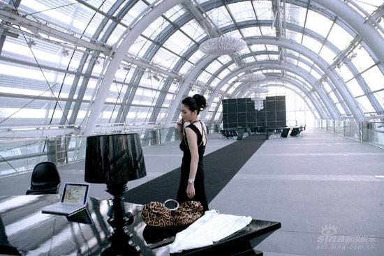 《女人不坏》张雨绮超豪华办公室似太空舱(图)