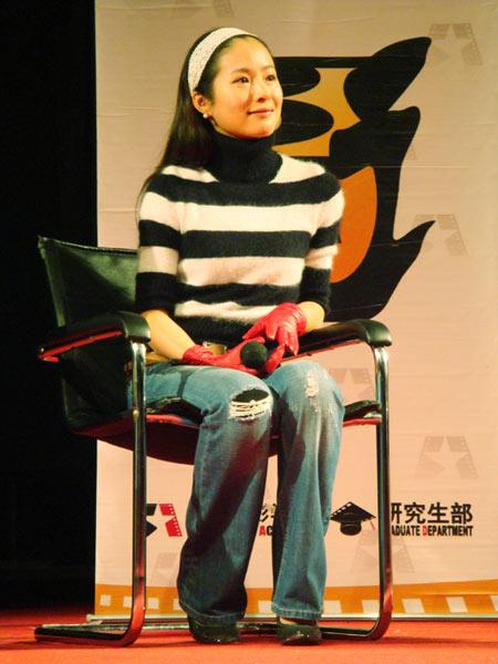 江一燕带 双食记 回电影学院约会母校校友