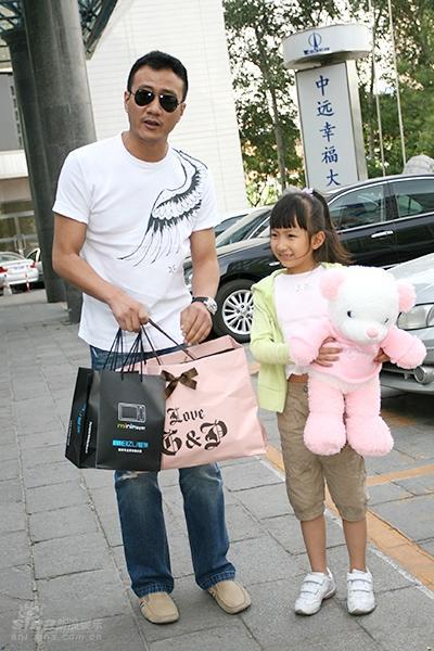 胡军带女儿看《赤壁下》金城武赞其是小美女