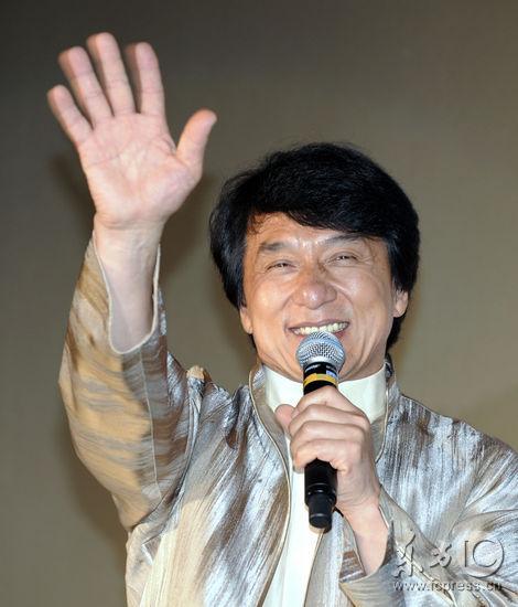 《新宿事件》东京首映成龙提前庆55岁生日(图)