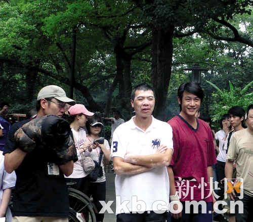 《唐山大地震》杭州开机冯小刚洒水布置现场