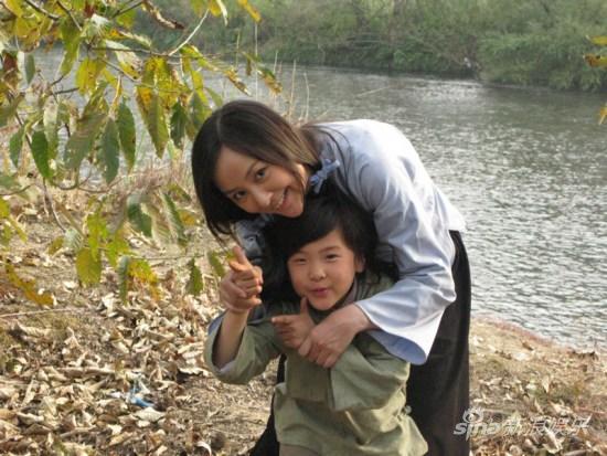 """《我是中国人》自然森林取景 周蕾""""逮""""野兔"""
