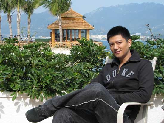 彭博成亿万富豪 与 大总管 林雪说泰语