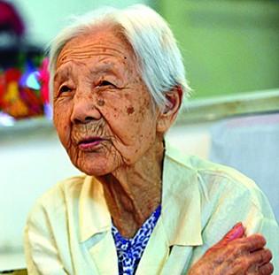 93岁幸存者:不敢看《大地震》震后最思念女儿