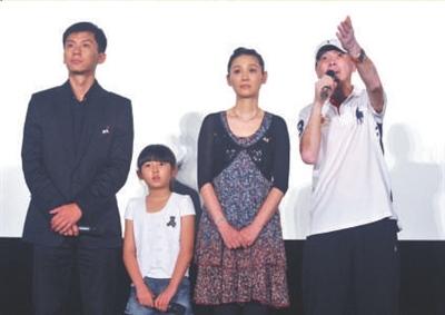 《唐山大地震》公映观众不散场坐着抹眼泪