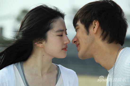 《恋爱通告》今日公映刘亦菲王力宏吻戏成焦点