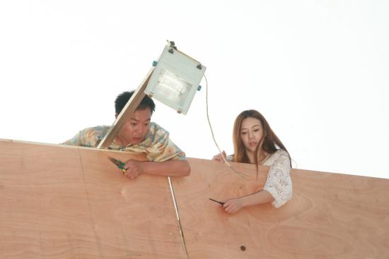 周韦彤演《爱情维修站》拼老命差点被摔下高架
