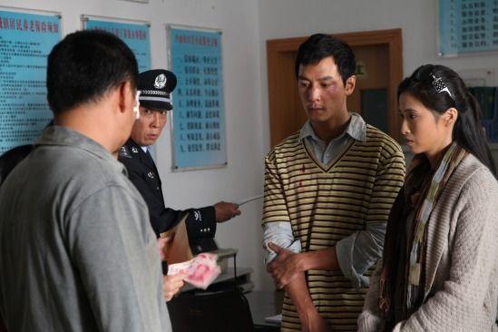 吴彦祖在警局接受处理