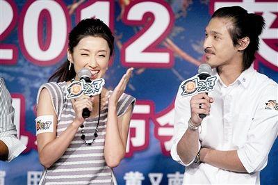 香港演员黄又南大赞田中千绘中文说的比自己还好,田中千绘不好意思地笑了 摄/记者付丁