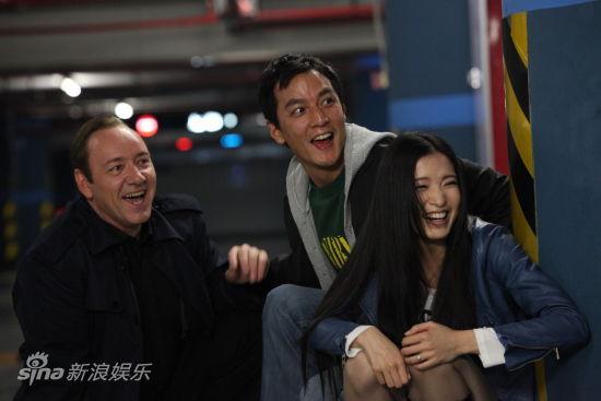 吴彦祖和龚蓓�合作默契