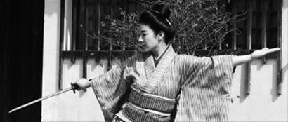 片中确有秋瑾在日本留学期间舞剑的戏分
