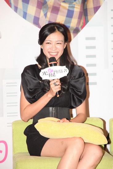 李艾笑容满面
