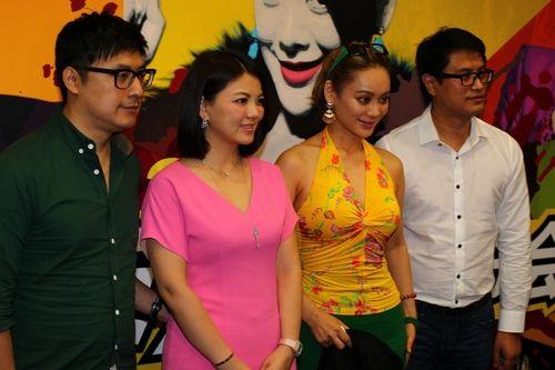 左起:王岳伦、李湘、宁静、星光国际总裁宋光成