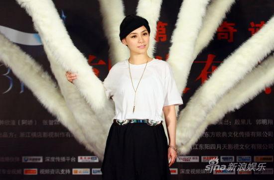 《白狐》昨日在京首映,阿娇现场亮相。