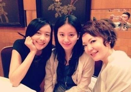 杜汶泽拍的陈法拉、刘诗诗和田蕊妮合照
