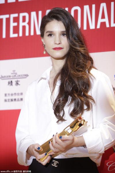 佩内洛普-忒西丽卡凭《小英格兰》获得最佳女演员奖