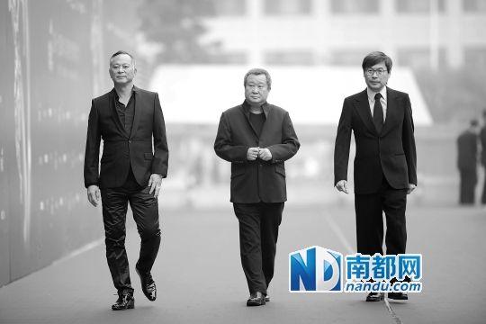 杜琪峰将荣耀归于韦家辉(右)和刘燕铭老板(中)。