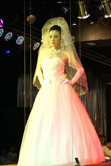 尚天瞳《完美新娘》婚纱照曝光(组图)