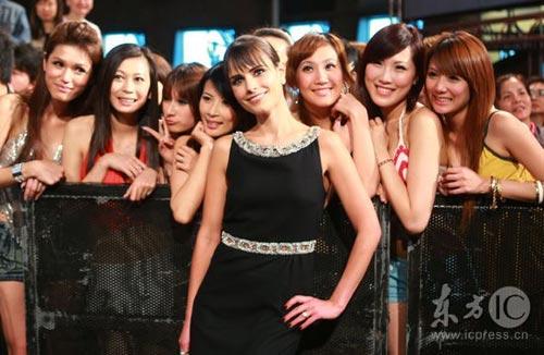 组图:《速度与激情4》台北首映50位辣妹助阵