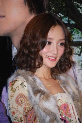 组图:《七天爱上你》宣传李小璐领略重庆热情
