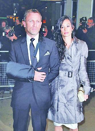 历任007大聚会邦德女郎比年龄(图)