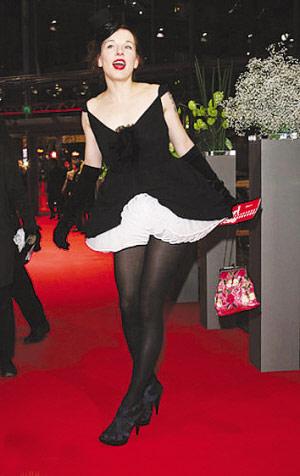 柏林电影节红地毯上冷中取乐小牌明星扎堆(图)