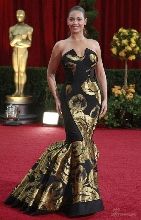时尚点评:奥斯卡红毯鱼尾裙蔓延美人鱼都来了