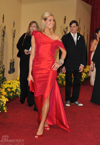时尚点评:熟女们的最佳选择--那一抹魅力红色